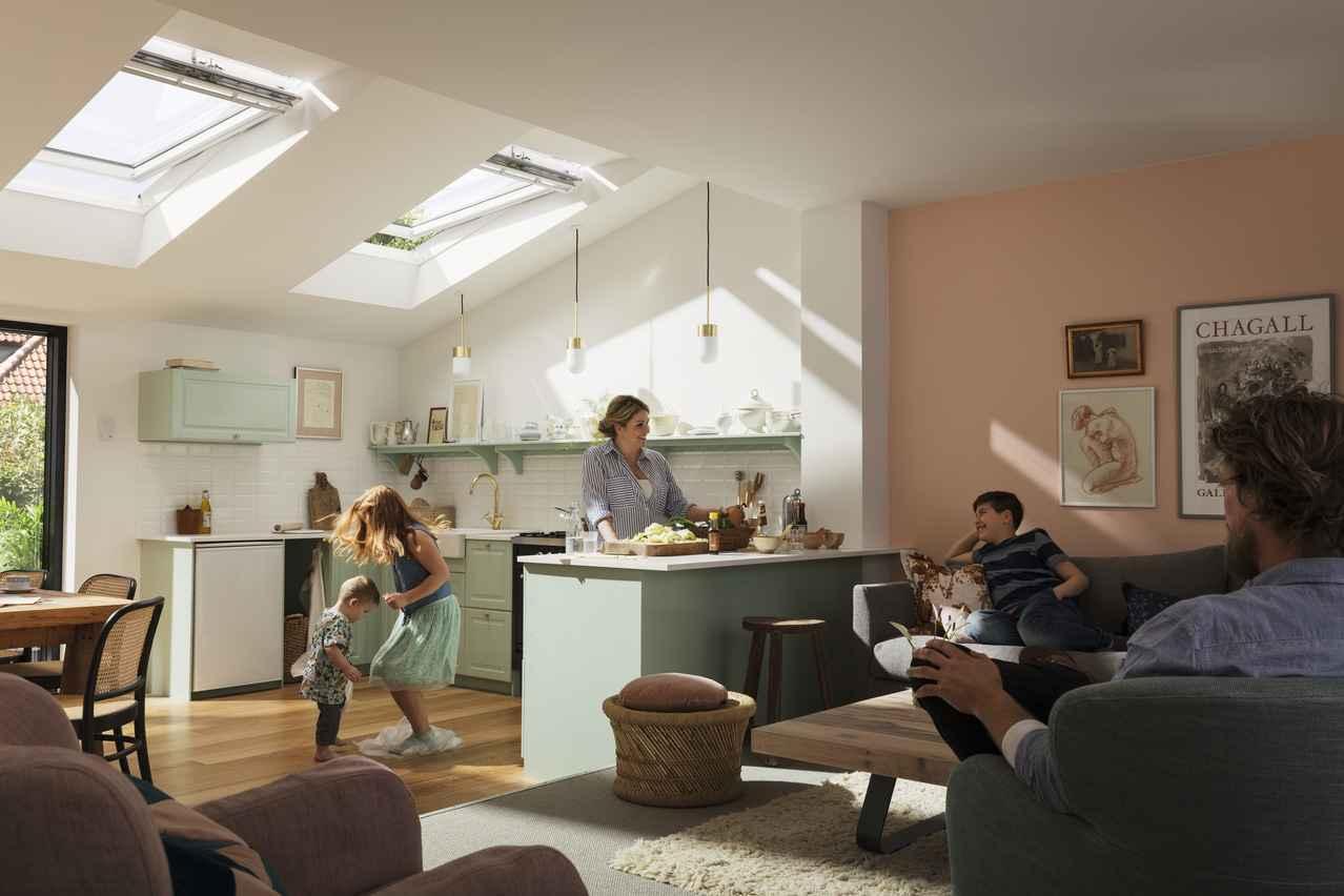 VELUX Dachfenster Nachrüstung wandlen sie ihr manuell bedienbares Dachfenster in ein fernbedienbares um